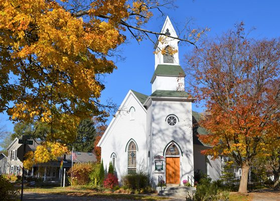 a-beautiful-church-in-small-town-usa-in-the-fall-G3CF63R
